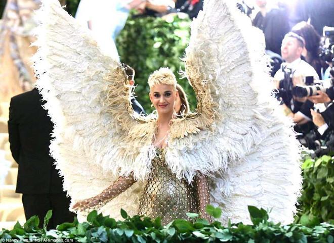 Câu chuyện đằng sau những bộ trang phục hoành tráng tại Met Gala-3