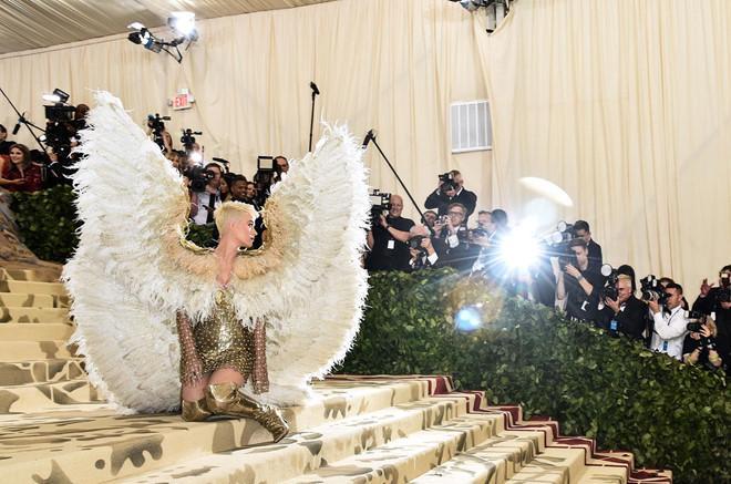Câu chuyện đằng sau những bộ trang phục hoành tráng tại Met Gala-4