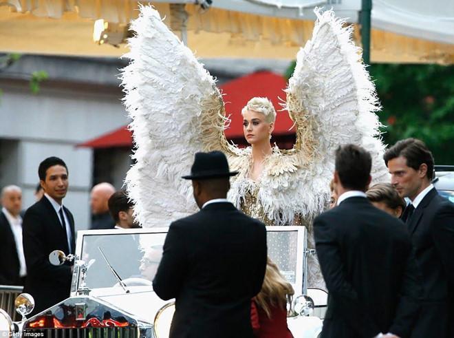 Câu chuyện đằng sau những bộ trang phục hoành tráng tại Met Gala-5