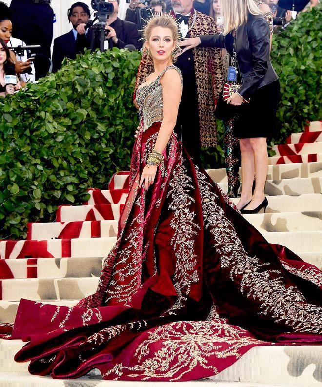 Câu chuyện đằng sau những bộ trang phục hoành tráng tại Met Gala-6
