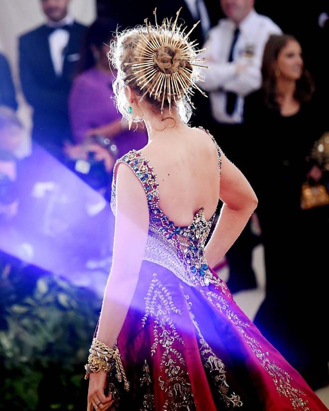 Câu chuyện đằng sau những bộ trang phục hoành tráng tại Met Gala-7