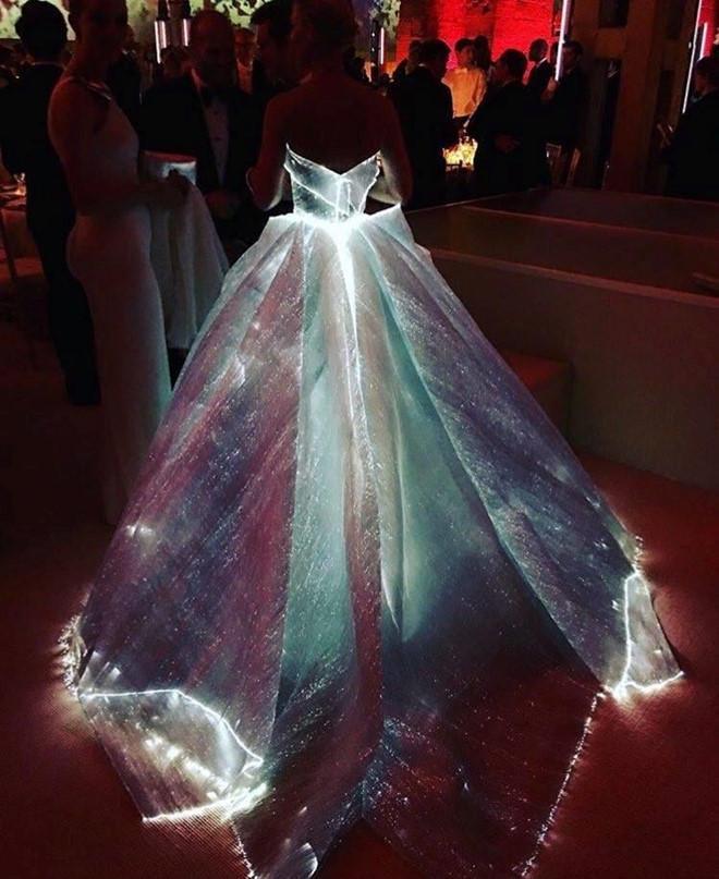 Câu chuyện đằng sau những bộ trang phục hoành tráng tại Met Gala-10