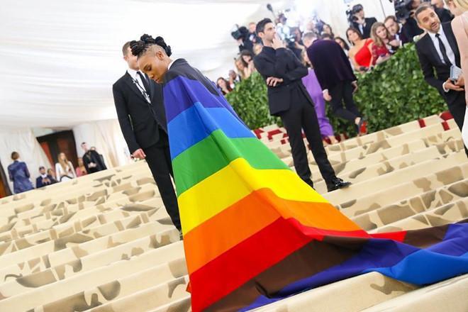 Câu chuyện đằng sau những bộ trang phục hoành tráng tại Met Gala-11