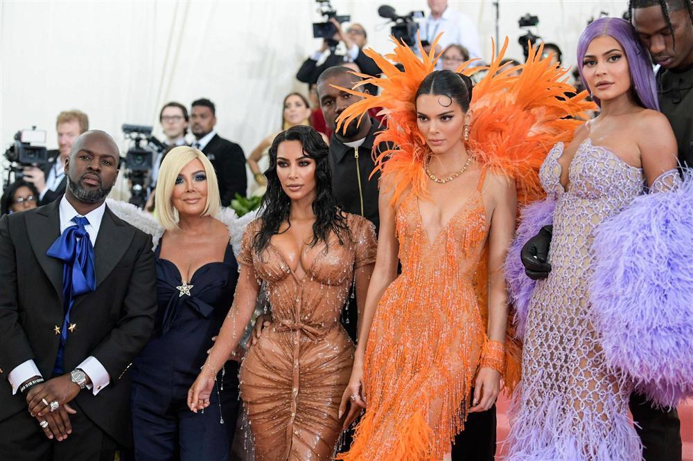 Thảm đỏ Met Gala 2019: Lady Gaga liên tục lột đồ khoe nội y, Cardi B mặc cực kín nhưng gây liên tưởng nhạy cảm, xuất hiện cả Pharaoh vàng chóe-12