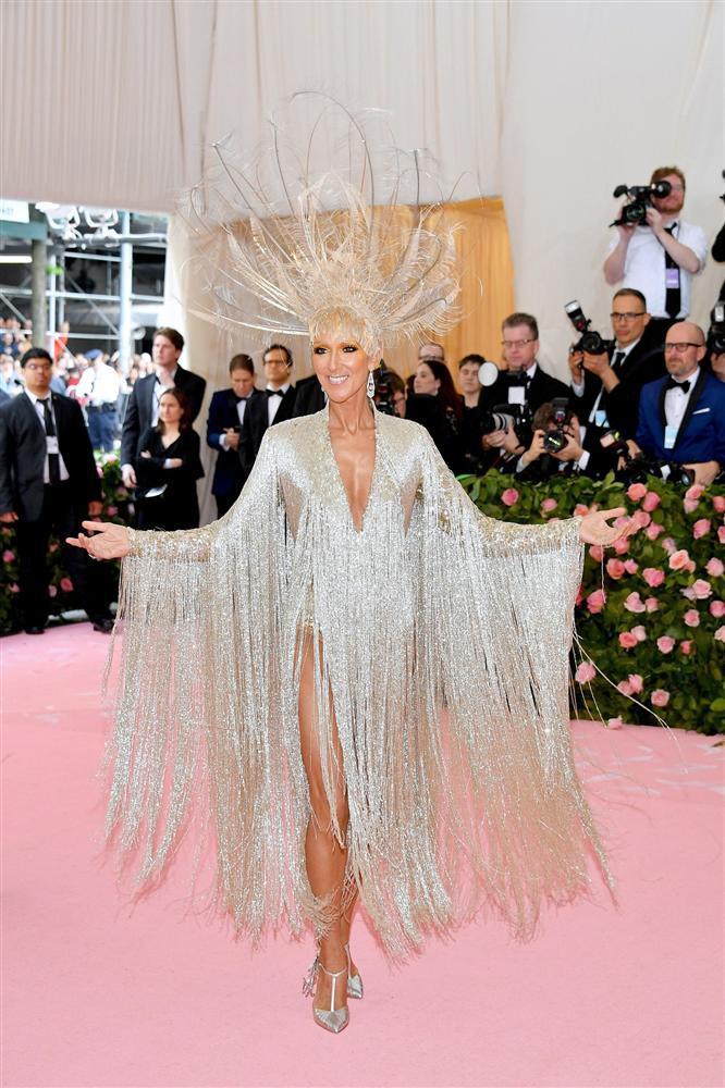 Thảm đỏ Met Gala 2019: Lady Gaga liên tục lột đồ khoe nội y, Cardi B mặc cực kín nhưng gây liên tưởng nhạy cảm, xuất hiện cả Pharaoh vàng chóe-14