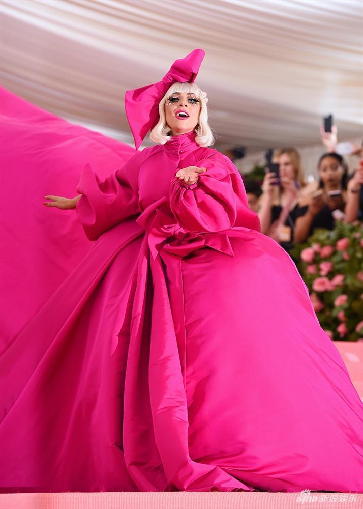 Lady Gaga làm lố lột đồ 3 lần ở Met Gala 2019 cũng chưa thảm họa bằng bộ cánh thịt sống cực gắt 1 thời-1