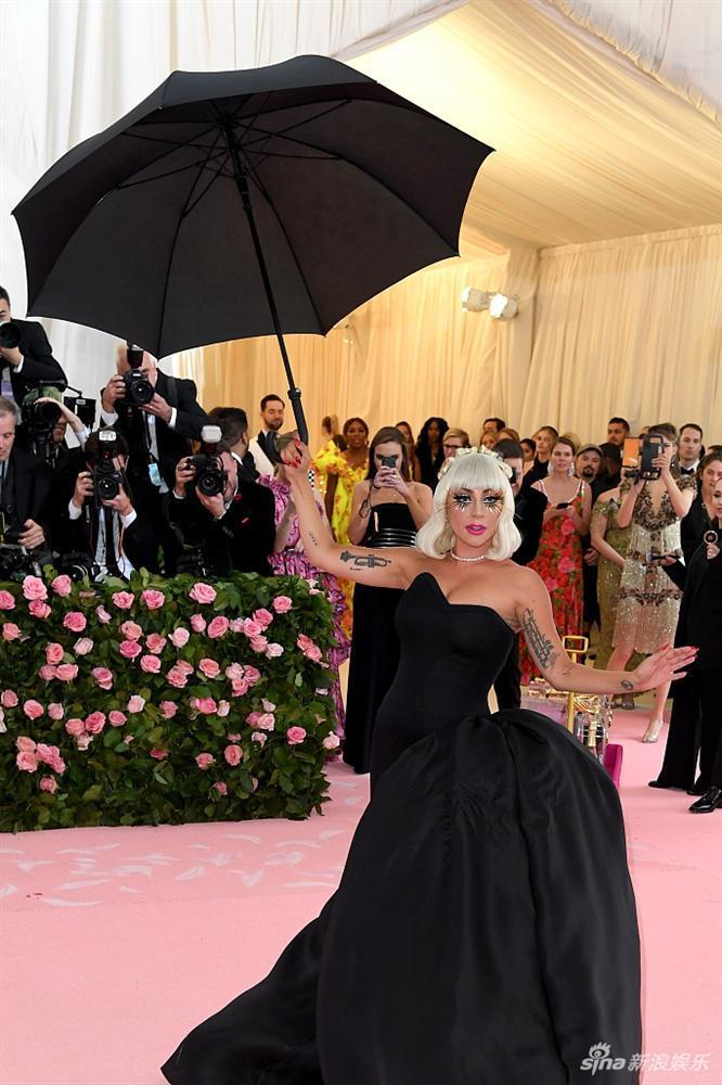 Lady Gaga làm lố lột đồ 3 lần ở Met Gala 2019 cũng chưa thảm họa bằng bộ cánh thịt sống cực gắt 1 thời-3