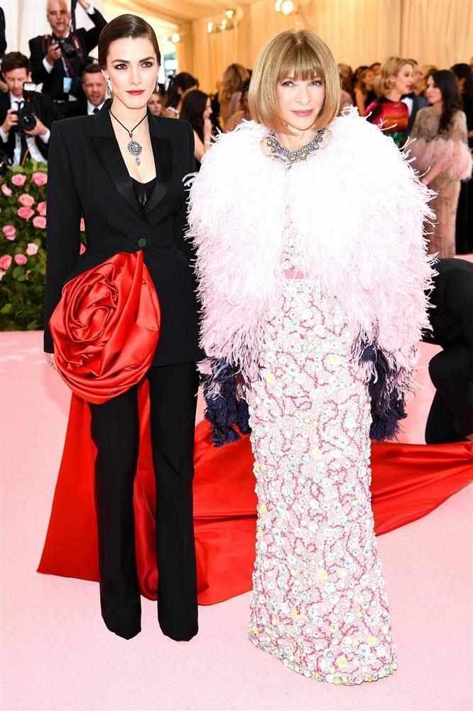 Thảm đỏ Met Gala 2019: Lady Gaga liên tục lột đồ khoe nội y, Cardi B mặc cực kín nhưng gây liên tưởng nhạy cảm, xuất hiện cả Pharaoh vàng chóe-21