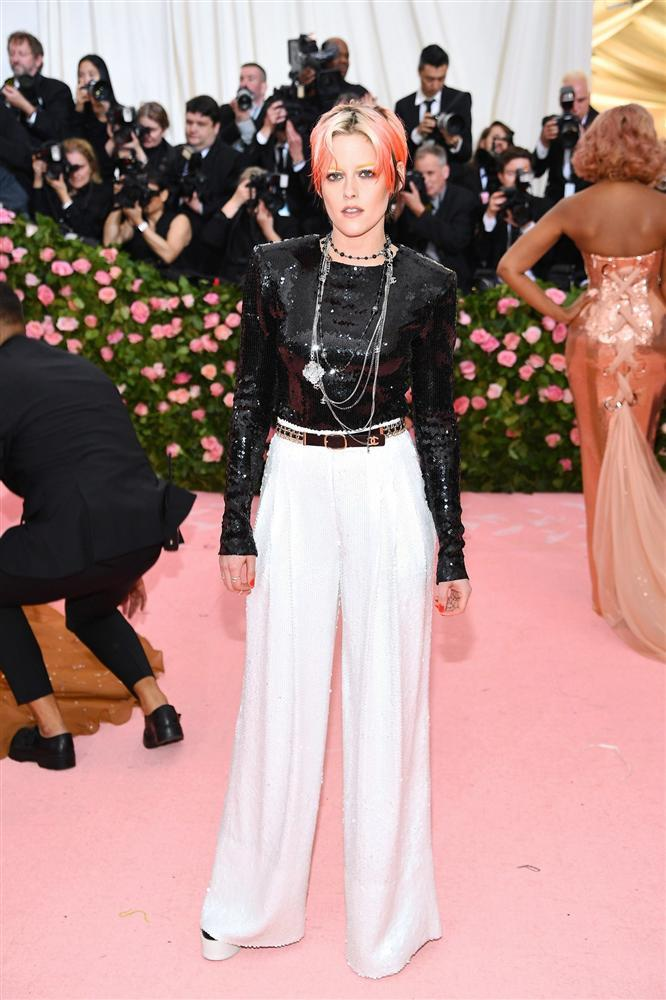 Thảm đỏ Met Gala 2019: Lady Gaga liên tục lột đồ khoe nội y, Cardi B mặc cực kín nhưng gây liên tưởng nhạy cảm, xuất hiện cả Pharaoh vàng chóe-31