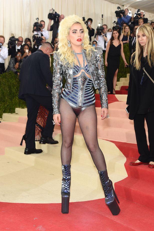 Lady Gaga làm lố lột đồ 3 lần ở Met Gala 2019 cũng chưa thảm họa bằng bộ cánh thịt sống cực gắt 1 thời-10