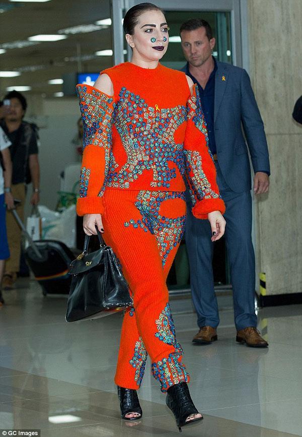 Lady Gaga làm lố lột đồ 3 lần ở Met Gala 2019 cũng chưa thảm họa bằng bộ cánh thịt sống cực gắt 1 thời-11