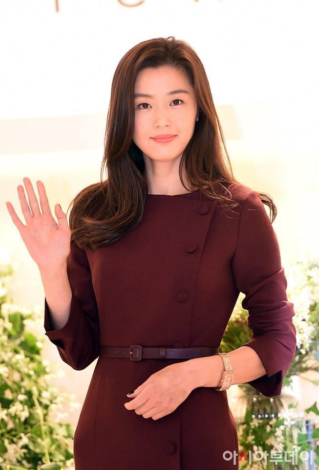 Truyền thông xứ Hàn lên án fan Trung Quốc quan tâm thái quá tới nhẫn cưới của Song Joong Ki - Song Hye Kyo-10