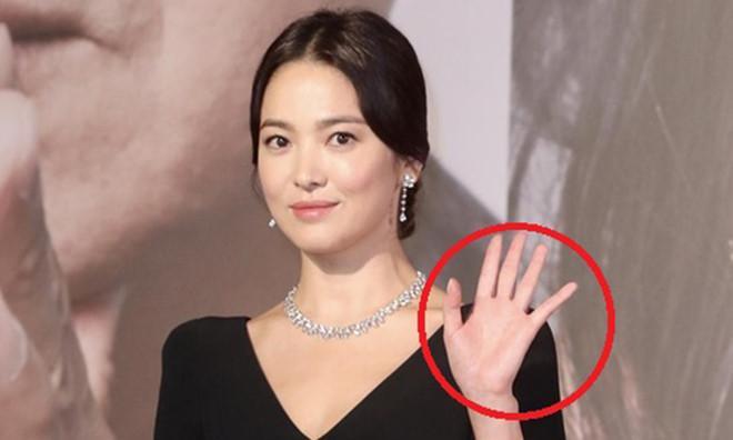 Truyền thông xứ Hàn lên án fan Trung Quốc quan tâm thái quá tới nhẫn cưới của Song Joong Ki - Song Hye Kyo-5