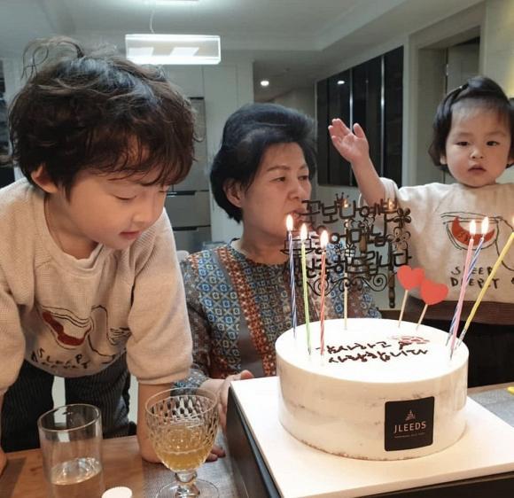 Sau nhiều nghi vấn tan vỡ với Song Joong Ki, Song Hye Kyo lại vắng mặt trong sinh nhật của mẹ chồng?-1