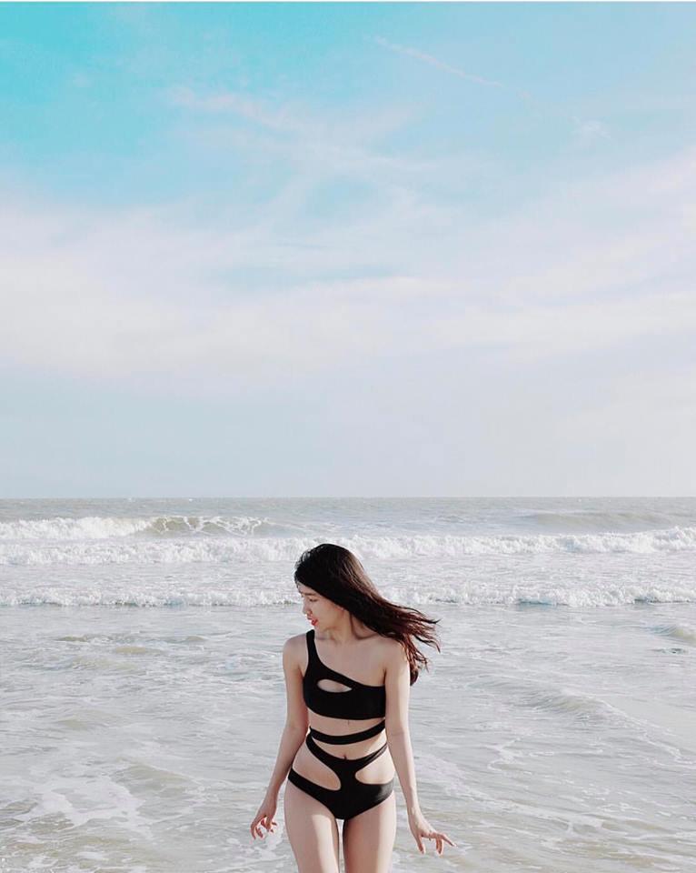 Đụng hàng mẫu áo tắm cut-out hiểm hóc: Em chồng Hà Tăng và người yêu Đan Trường ai đẹp hơn ai?-2