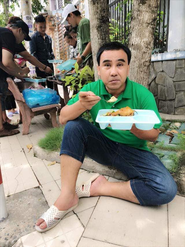 Cư dân mạng đòi hải quan tịch thu một thứ đồ rất đáng yêu của MC Quyền Linh khi đi du lịch với gia đình-17