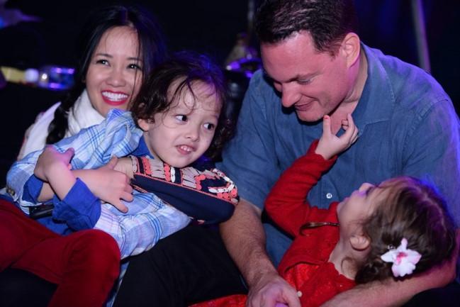Khép lại hôn nhân với diva Hồng Nhung, chồng cũ ngoại quốc đang tận hưởng những ngày tháng hạnh phúc bên người vợ mới-1