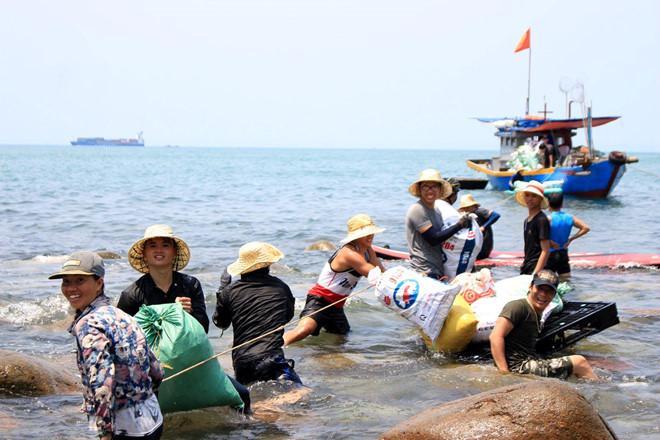 Bãi Đá Đen ở Đà Nẵng được trả lại vẻ đẹp sau 10 ngày dọn rác-5