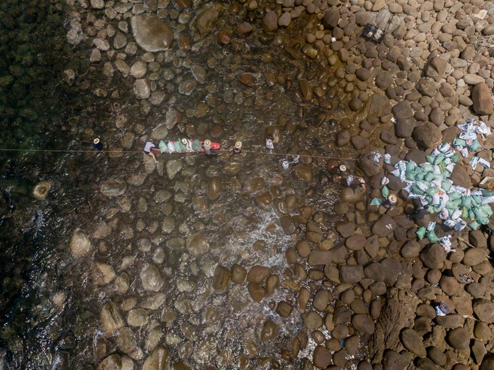Bãi Đá Đen ở Đà Nẵng được trả lại vẻ đẹp sau 10 ngày dọn rác-7