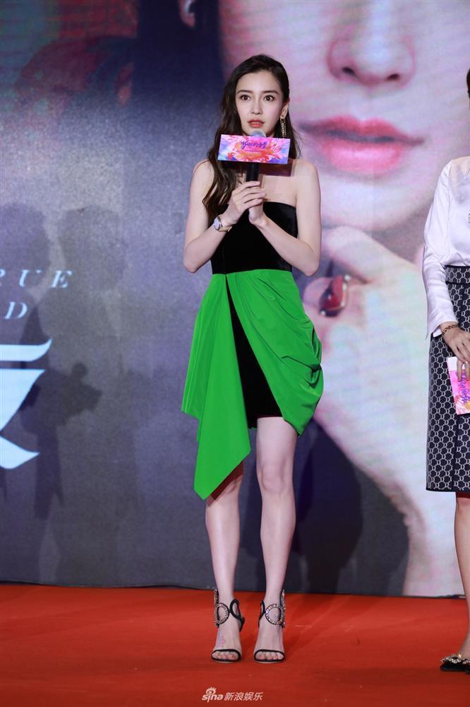 SAO MẶC XẤU: Hương Giang lộ bụng to tướng - Khổng Tú Quỳnh xuề xòa mặc váy ngủ dự sự kiện-7