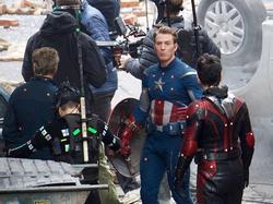 Dàn sao 'Avengers: Endgame' vui nhộn, bày trò trên phim trường