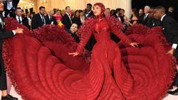 Khi sao thế giới trổ tài 'làm lố' trên thảm đỏ Met Gala
