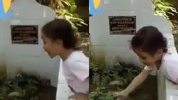 Bé gái đứng trước mộ liên tục gọi người mẹ đã khuất khiến hàng triệu trái tim xót xa