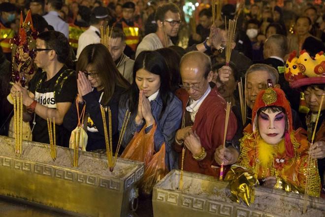 Thảm họa thẩm mỹ Hong Kong làm đủ nghề để kiếm sống ở tuổi U90-4
