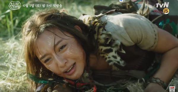Teaser Arthdal Chronicles: Song Joong Ki cưỡi ngựa chiến đấu, Kim Ji Won khóc lóc thảm thiết, bị kéo lê trên đường-6