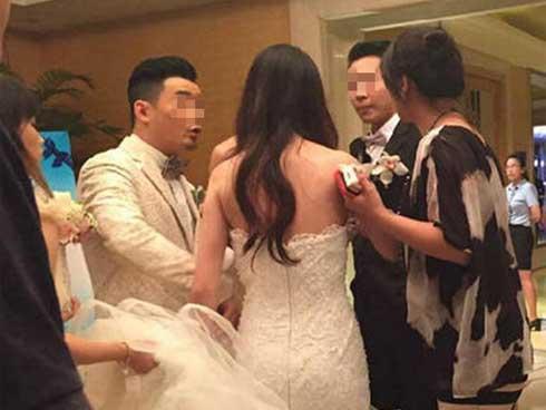 Phát hiện bạn gái ngoại tình với sếp, chàng trai lật mặt ngay trong đám cưới-1