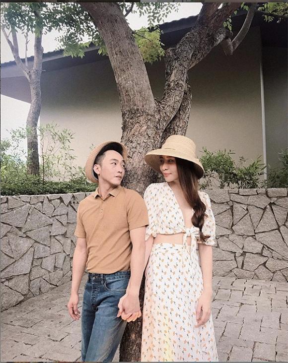 Chẳng kém Hà Hồ - Kim Lý, Đàm Thu Trang - Cường Đô La cũng tích cực diện đồ đôi, tinh tế chọn phụ kiện để không quá chênh lệch chiều cao-5