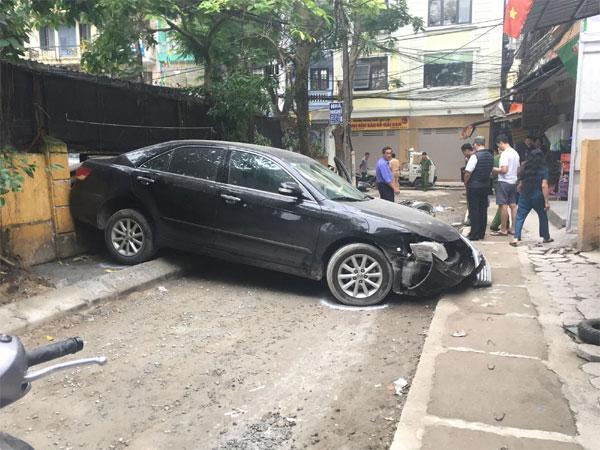 Clip: Hiện trường thảm khốc vụ nữ tài xế ô tô Camry lùi xe tông trúng xe máy, một người tử vong-1
