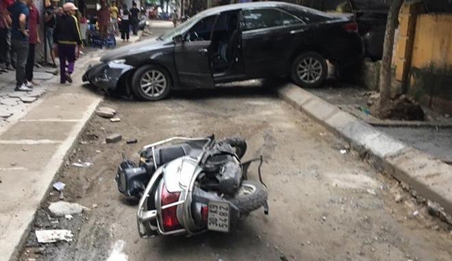 Clip: Hiện trường thảm khốc vụ nữ tài xế ô tô Camry lùi xe tông trúng xe máy, một người tử vong-3