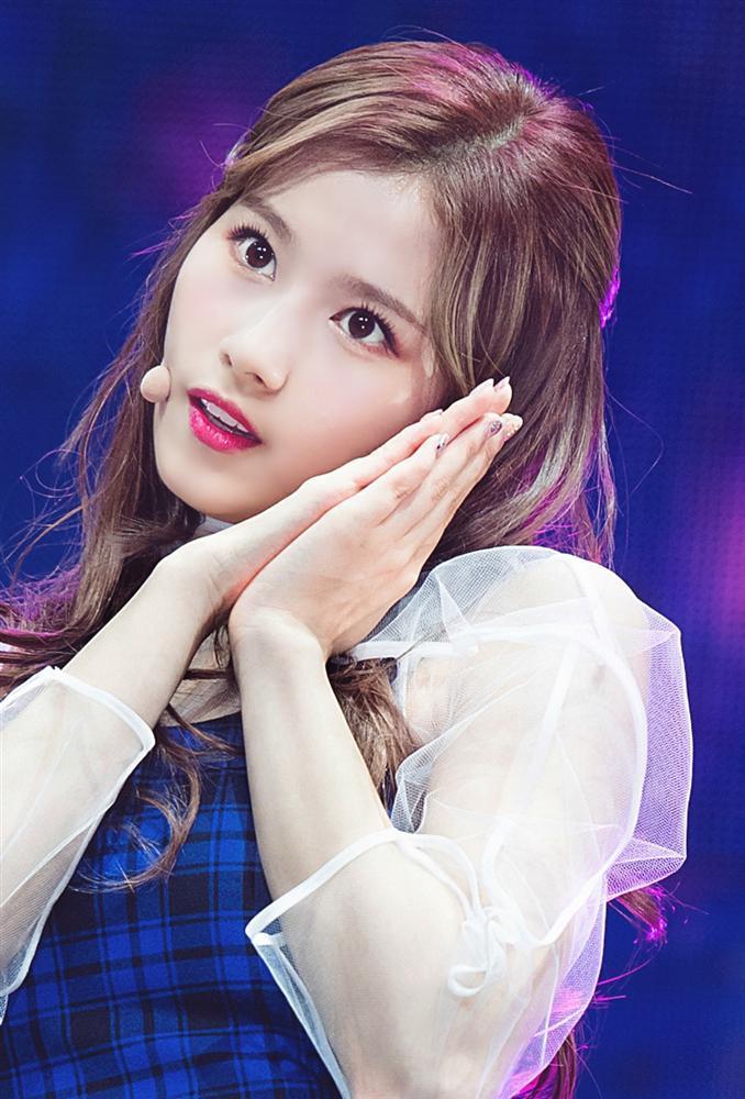 Sana (TWICE) đốt mắt khán giả với body nóng bỏng, xô đổ kỷ lục thánh fancam triệu view của thành viên cùng nhóm-3