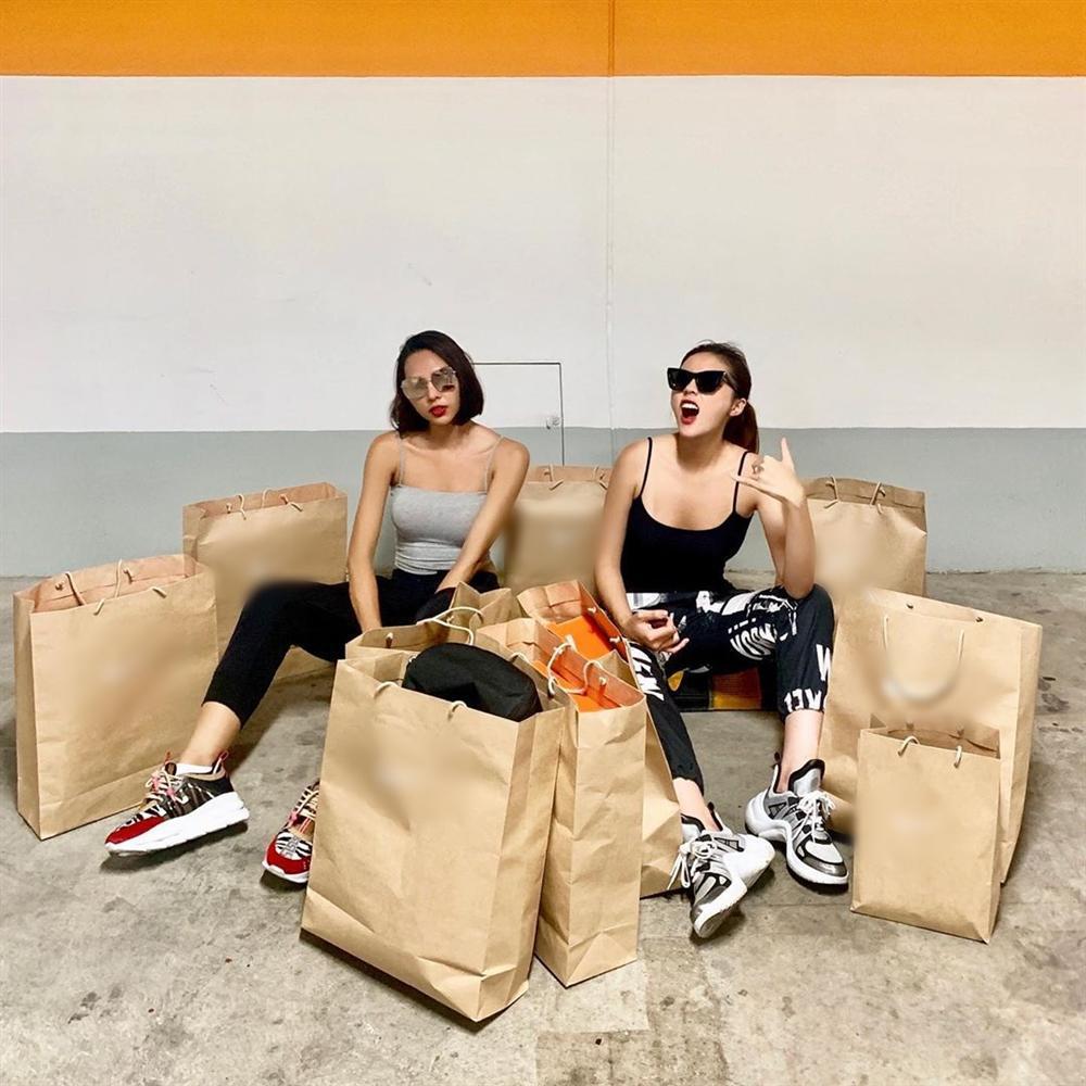 Đẳng cấp như Kỳ Duyên - Minh Triệu: Chỉ shopping đi bộ cùng nhau thôi mà cuối cùng vác cả siêu thị về nhà-1
