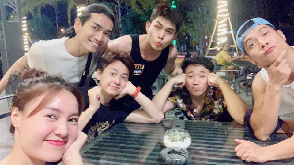 Sau tuyên bố là vợ chồng, Ngô Kiến Huy và BB Trần lại gây sốt với ảnh tình tứ làm đẹp cho nhau-3