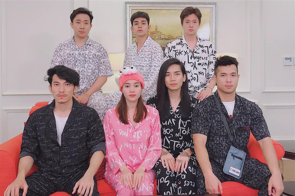 Sau tuyên bố là vợ chồng, Ngô Kiến Huy và BB Trần lại gây sốt với ảnh tình tứ làm đẹp cho nhau-6