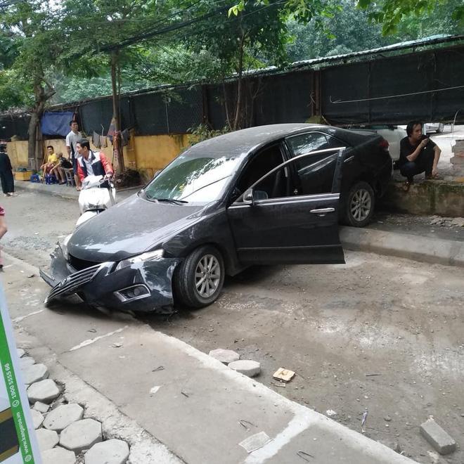 CLIP: Kinh hoàng nhìn khoảnh khắc nữ tài xế lùi xe Camry tông chết người đi xe máy ở Hà Nội-3