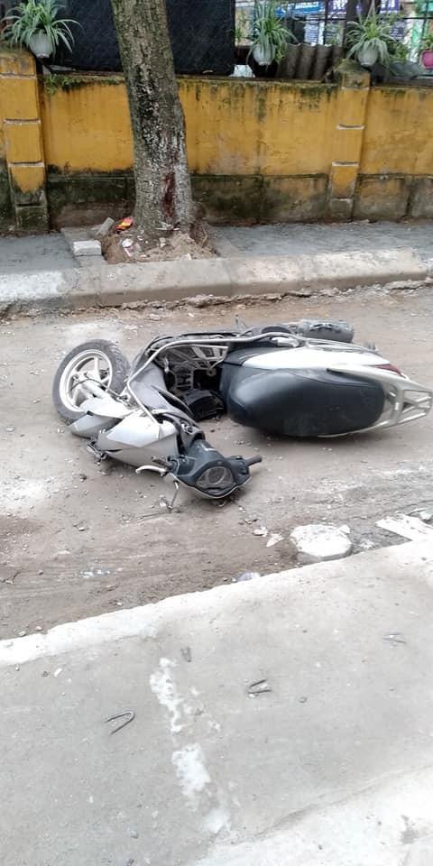 CLIP: Kinh hoàng nhìn khoảnh khắc nữ tài xế lùi xe Camry tông chết người đi xe máy ở Hà Nội-4