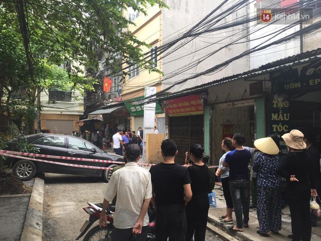 CLIP: Kinh hoàng nhìn khoảnh khắc nữ tài xế lùi xe Camry tông chết người đi xe máy ở Hà Nội-5