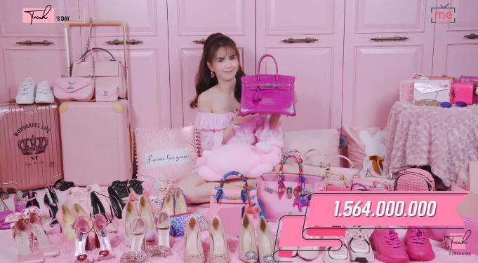 Chịu chơi như Ngọc Trinh: Sở hữu khối hàng hiệu màu hồng như trung tâm thương mại trị giá đến 7 tỷ đồng-1