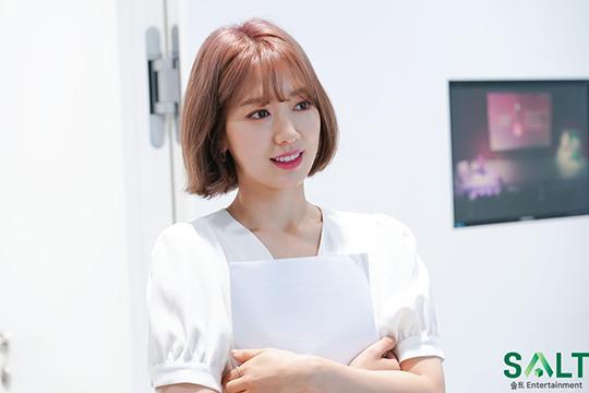Park Shin Hye trẻ trung khác lạ khi biến hóa với tóc màu nổi-4