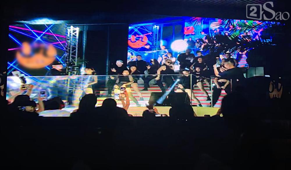 Đeo kính đen đi diễn lúc 1h đêm, Sơn Tùng lần đầu song ca cực chất với đàn chị Thảo Trang-1