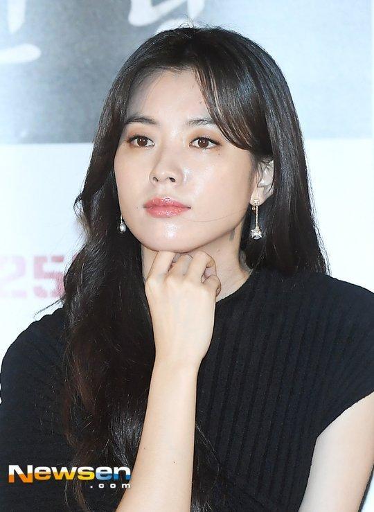 Lee Sung Kyung tiết lộ mối quan hệ thân thiết bất ngờ với Park Shin Hye-2