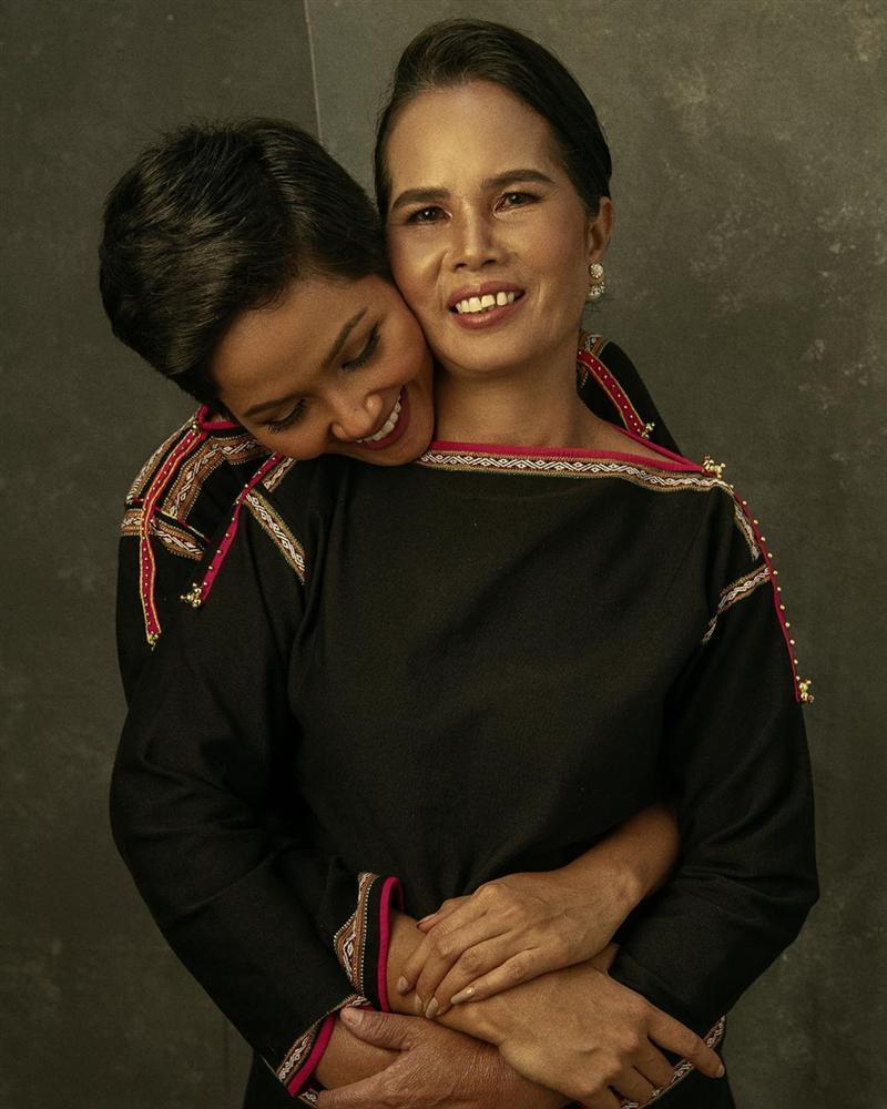 Đăng ảnh Tăng Thanh Hà, Louis Nguyễn không quên thả trái tim yêu thương cho bà xã xinh đẹp-7