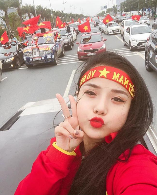 Nữ CĐV từng yêu thủ môn số 1 Việt Nam tung ảnh bikini nóng bỏng mắt-2