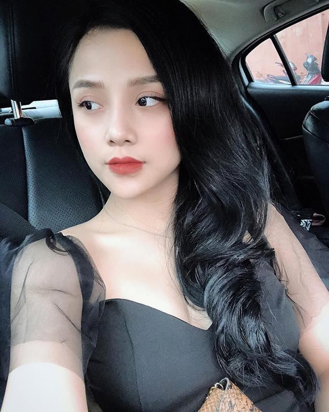 Nữ CĐV từng yêu thủ môn số 1 Việt Nam tung ảnh bikini nóng bỏng mắt-12