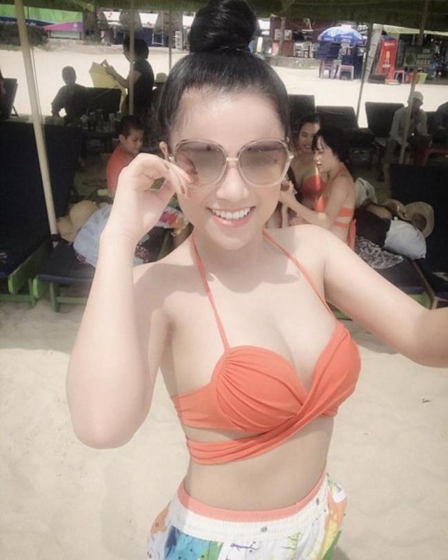 Nữ CĐV từng yêu thủ môn số 1 Việt Nam tung ảnh bikini nóng bỏng mắt-18