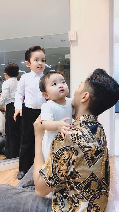 Có hai con đủ trai lẫn gái mà vẫn kêu ít, Phan Hiển đòi hỏi bà xã hợp tác làm vài đứa nữa-1