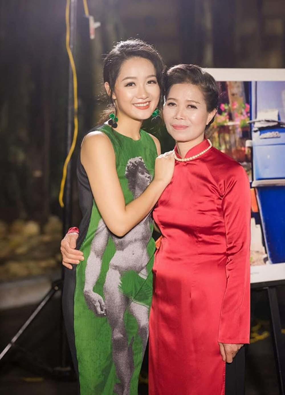 Xúc động những lời chúc tình cảm của sao Việt trong Ngày của mẹ-2